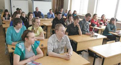 Студенты на лекции Несанелиса