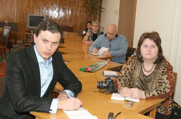 представители местных СМИ – на переднем плане Н. Машкова («Усинская новь») и Д. Латкин («Северные ведомости»)