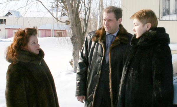 Н. Игнашева (слева) и депутаты Т. Каракчиева и Н. Кулябов
