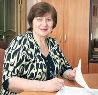 Ч. Попова подписывает соглашение