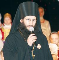 отец Петр открывает концерт