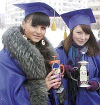 студенты угощали участников праздника чаем