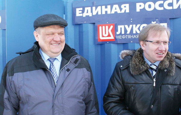 А. Болсун (слева) и Ю. Тельтевский на презентации