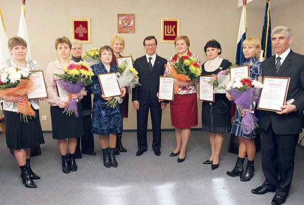 А. Хабибуллин (в центре) с победителями конкурса