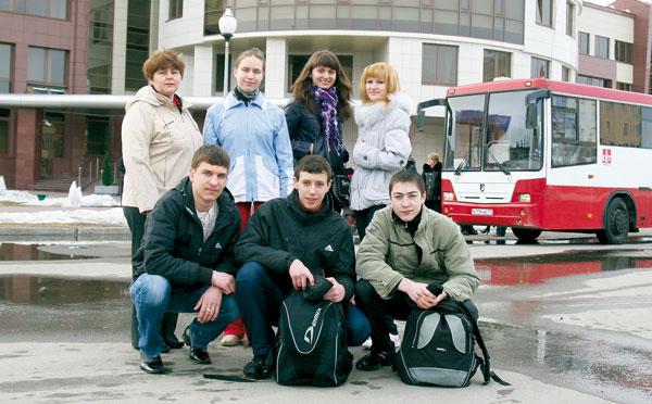 фото на память перед отъездом от главного офиса ООО «ЛУКОЙЛ-Коми»