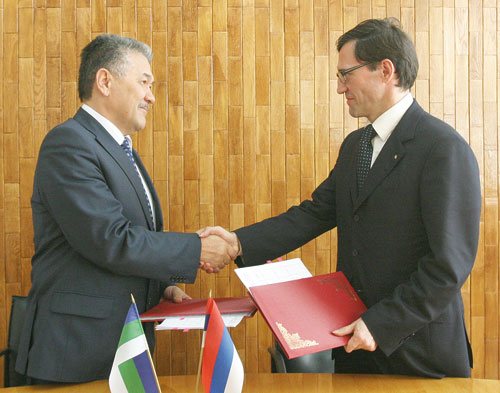 А. Тян (слева) и А. Хабибуллин после подписания соглашения