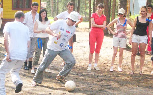 в футбол в лагере «Дружба» тоже играли