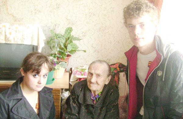 молодые люди из Центра детского творчества пгт. Войвож в гостях у Л. Андреевой