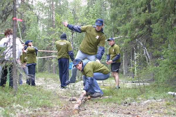 команда «РН-Северная нефть» проходит «болото»