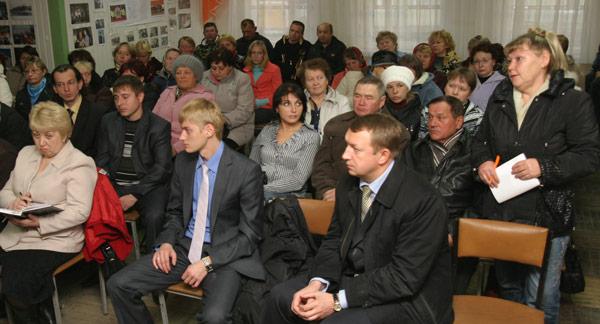 активист Е. Дьячкова задает свой вопрос