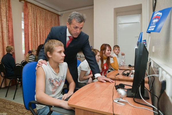 В. Марьянков в компьютерном классе