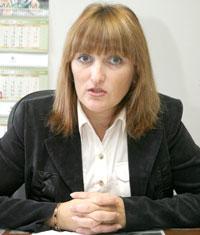 директор «вечерки» И. Паринова в своем кабинете