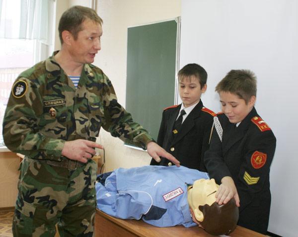 А. Новоселов и кадеты во время урока