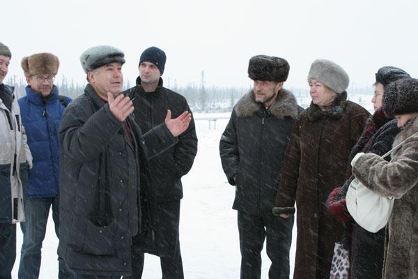 активисты общественных движений Ижмы на нефтепромысле ООО «ЛУКОЙЛ-Коми» (2007 г.)