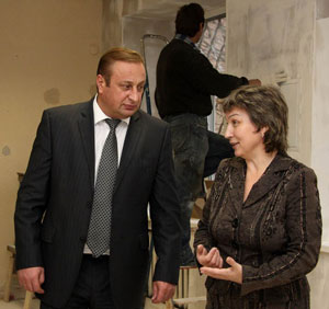 С. Воробьев и Е. Копаева в библиотеке