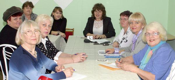 участники круглого стола (в центре – Т. Филатова)