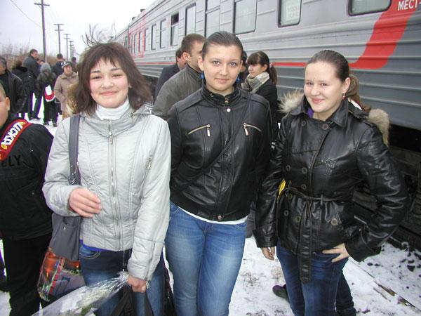 (слева направо) Н. Федорова, Л. Кашфуллина и А. Новоселова на усинском вокзале