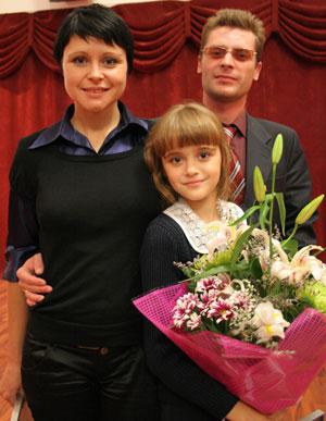Павел и Оксана Аринины радуются школьным успехам дочери Валерии