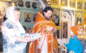 Иерей Иоанн Сергеев проводит праздничное богослужение