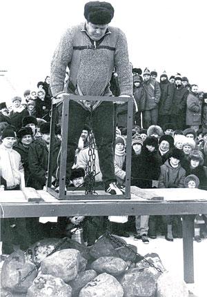 Г. Иванов готовится оторвать рекордный вес