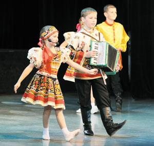 Выступают юные артисты усинского ДК; на фестивале в Нарьян-Маре
