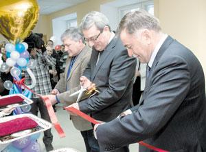 Директор Общества И. Федоринов и Глава Коми В. Гайзер во время открытия спортшколы в Ухте