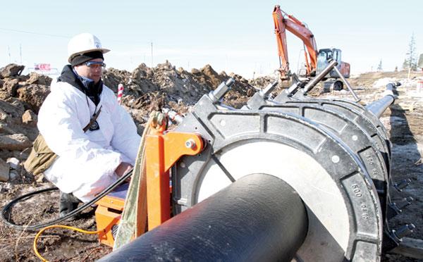 Ведется замена металлических трубопроводов на пластиковые