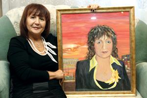 Д. Сабитова с портретом
