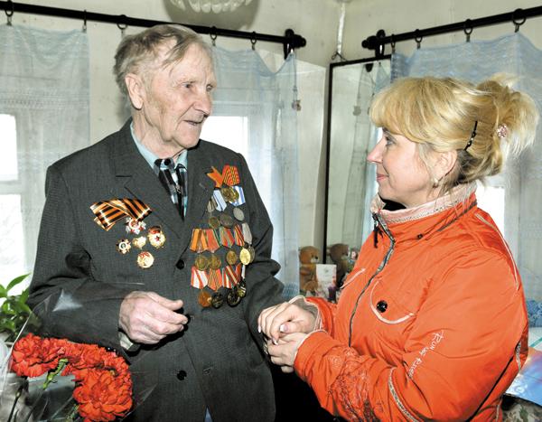 Ф. М. Вокуев беседует с Е. Темной