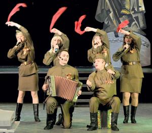 На сцене – вокальная группа ЦПТВ ТПП «ЛУКОЙЛ-Усинскнефтегаз»