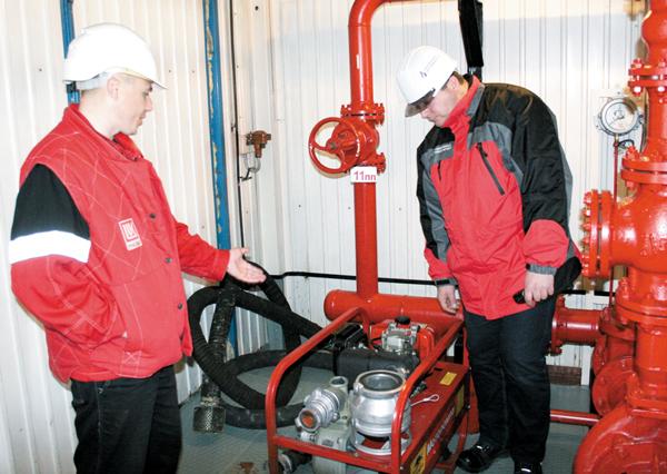 Представители ПДК проверяют состояние оборудования