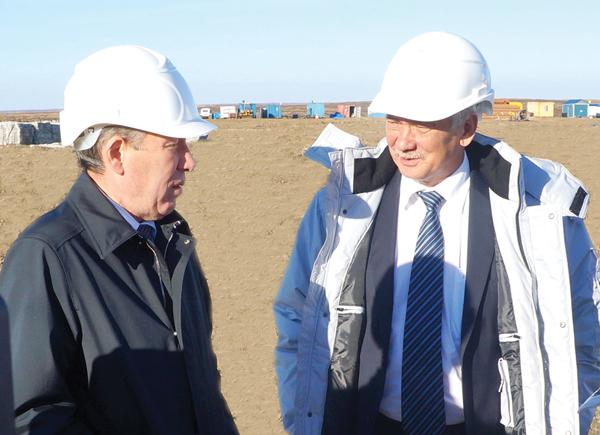 В. Пак (справа) и Р. Маганов на Восточном Сарутаю