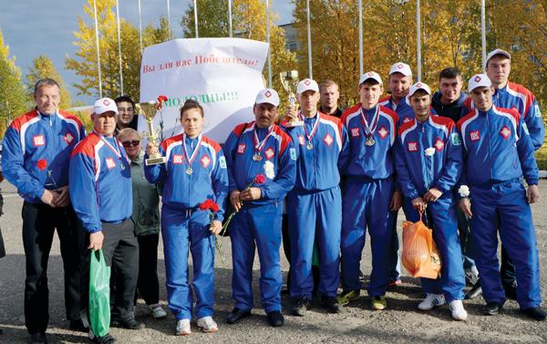 Команда управления в усинском аэропорту