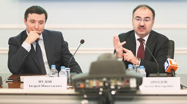 А. Пудов (слева) и А. Дроздов