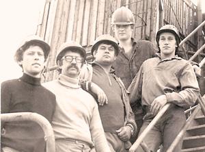 В. Стеценко (крайний слева) на буровой 30 лет назад