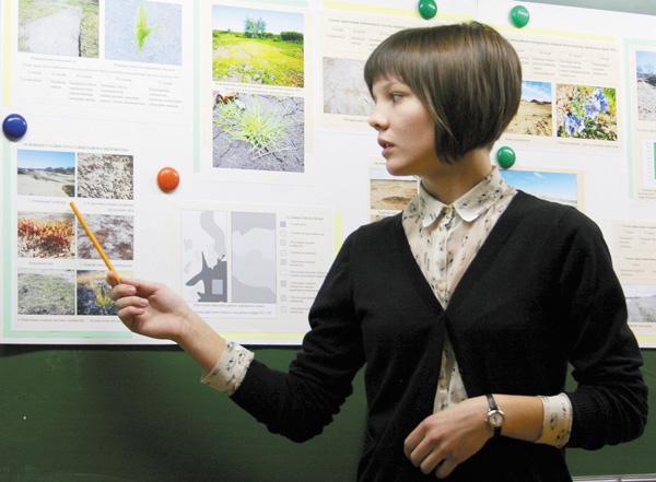 Полина Ледкова во время выступления на форуме «Шаг в будущее»