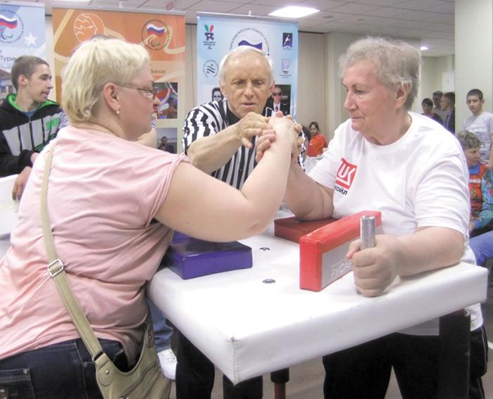 Г. Котова (справа) борется за бронзу