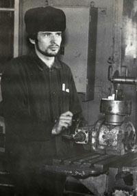 Владимир Потемкин в конце 70-х за станком