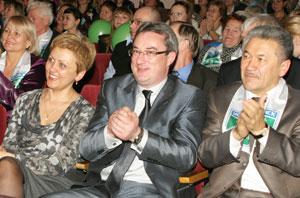 (слева направо) председатель Госсовета РК М. Истиховская, В. Гайзер и А. Тян во время гала-концерта