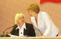 Т. Капийчук (слева) и зам. секретаря усинского политсовета Т. Якименко