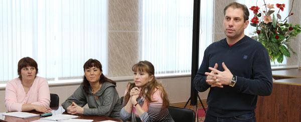 Н. Кулябов и руководство УК «Строймастер» на встрече с жителями дома № 50 по ул. Нефтяников