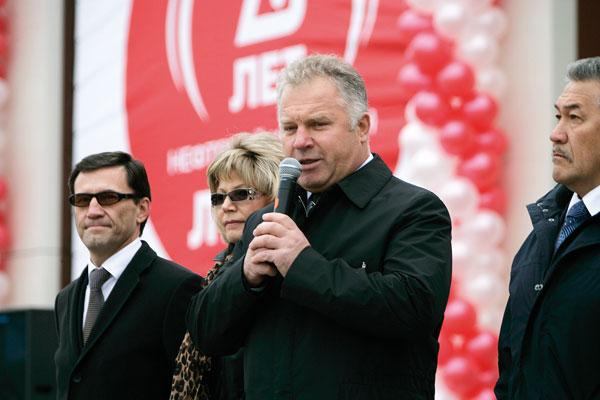 (слева направо) А. Хабибуллин, Н. Ивченко, П. Оборонков и А. Тян на церемонии открытия конкурса