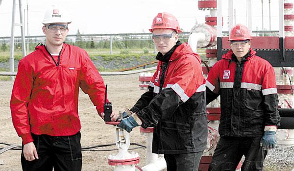 (слева направо) Дмитрий Мельников, студенты-практиканты Дмитрий Сюзев и Сергей Иванченко