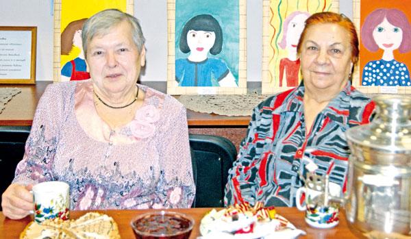 Мамы-юбиляры З. Блягоз (слева) и А. Комиссарова