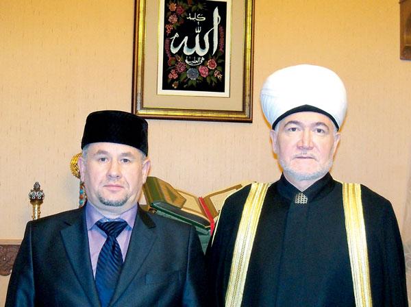 В. Гаязов (слева) и Р. Гайнутдин