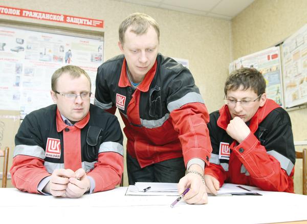 (слева направо) В. Пелиш, А. Рябущенко, Н. Нигматуллин