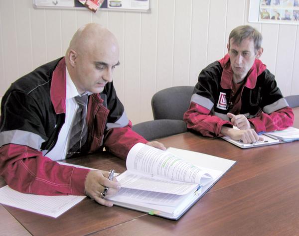 С. Мостовой (слева) и С. Густов