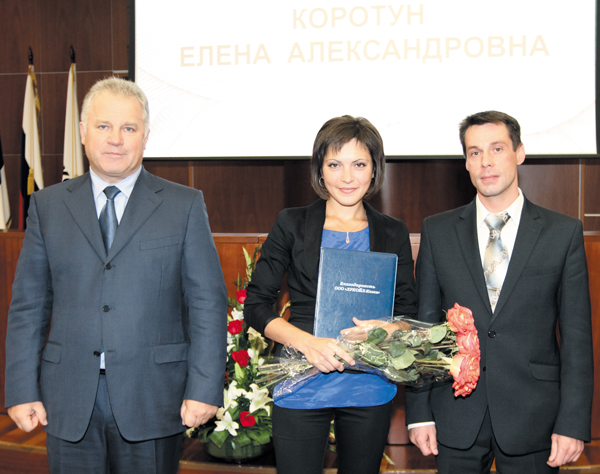 (слева направо) П. Оборонков, Е. Коротун и А. Еремеев на церемонии награждения в Центральном аппарате