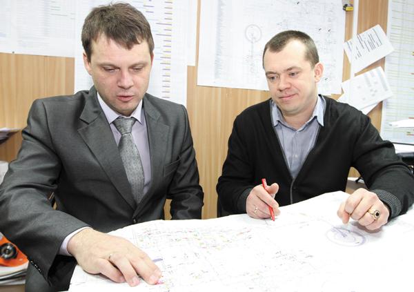 В. Шкуренко и А. Скрябин обсуждают проект