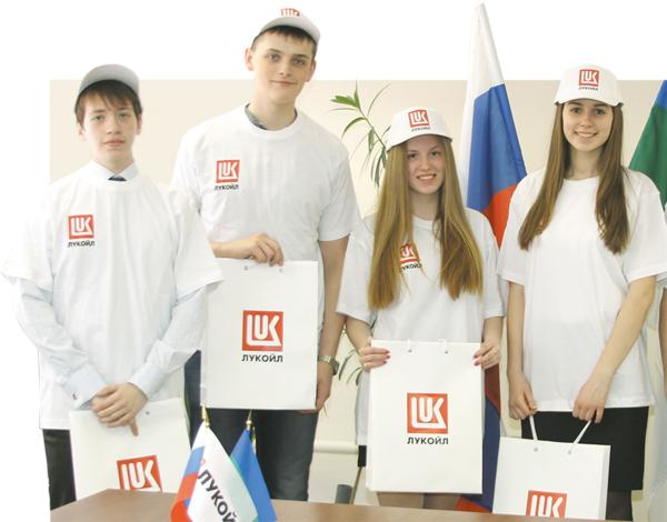 Усинские школьники во время круглого стола